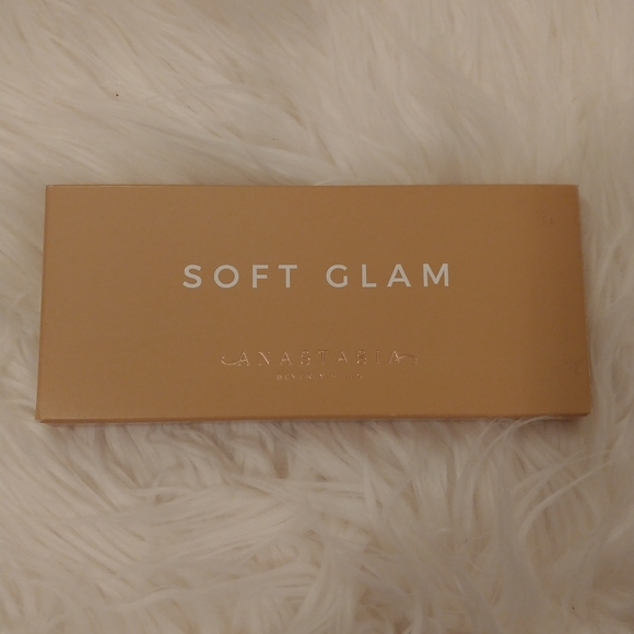 💖NWT Anastasia Beverly Hills Soft Glam Palette